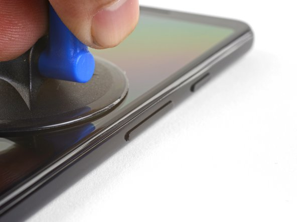 Place a suction cup near the right edge of the screen.