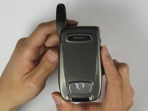 Disassembling Motorola i850 Back Cover
