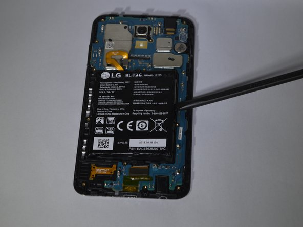 Use a spudger to pry the battery from the phone.