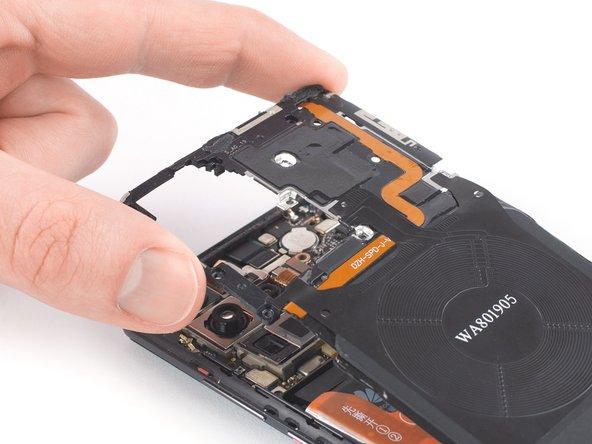 Remplacement du cache de la carte mère avec NFC et bobine de charge du Huawei P30 Pro