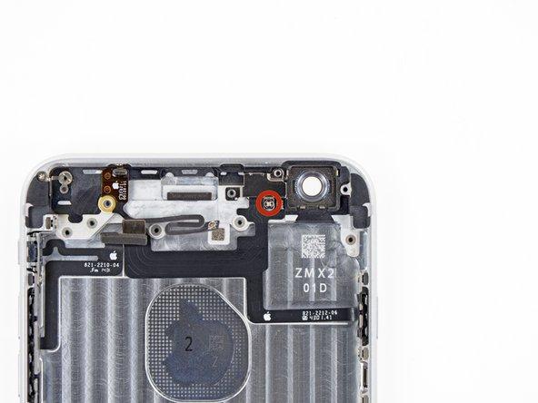 拧下固定电源键线缆支架的一个1.3mm飞利浦#00螺丝。
