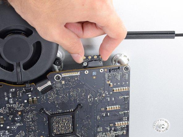 "iMac Intel 27"" EMC 2639 AirPort/Bluetooth Card Replacement"