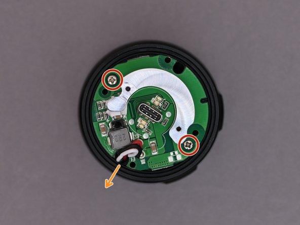 Die Elektronik ist nun sichtbar. Diese ist mit zwei weiteren Schrauben (PH1) befestigt.