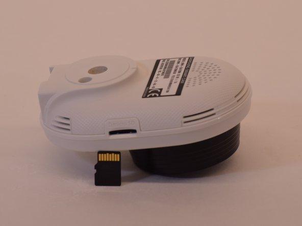 Prenez une nouvelle carte microSD et insérez-la dans le même emplacement.