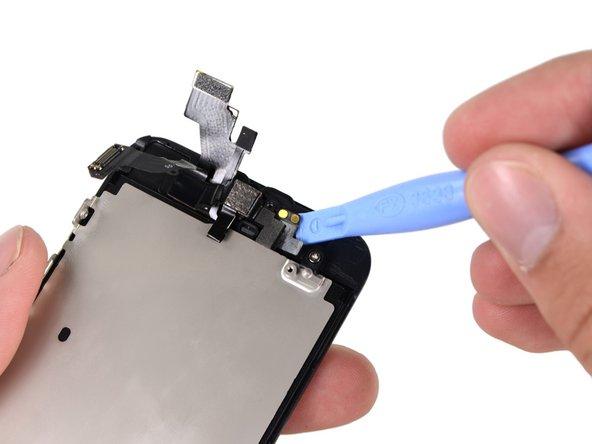 在如图所示的位置有一个小的排线接口,用塑料工具轻轻的撬开。