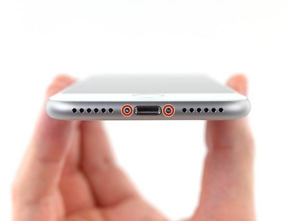 Bevor du anfängst, sollte der Akku deines iPhones auf weniger als 25% entladen sein. Ein geladener Lithium-Ionen Akku kann Feuer fangen und/oder explodieren, wenn er beschädigt wird.