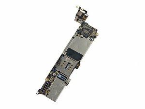 Sostituzione della logic board in un iPhone 5