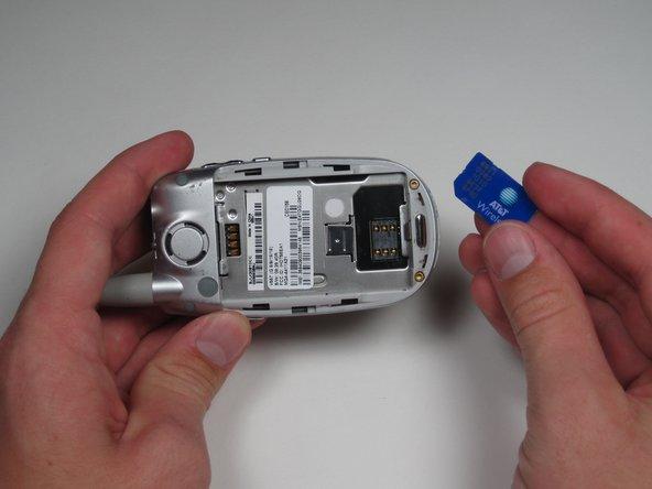 Motorola V557 SIM Card Replacement