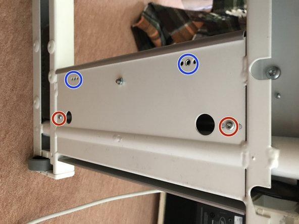 Schrauben der Aluminium-Fußplatte entfernen (Torx-Schlüssel)