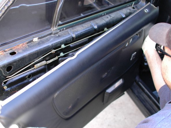 With your hand vacuum pump connected to the solid yellow line, with no stripes, you can continue. Make sure the driver's side door is closed, and turn the key to the lock position. Pull a vacuum of 10 to 15Hg; all the doors on the car should lock. Wait about 5 minutes to see if the lock side of the system holds. Make note of the results.