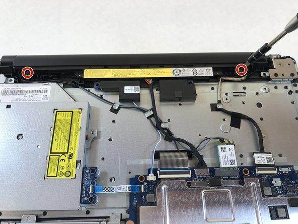 バッテリーを固定している9mm #1ネジを2本外します。