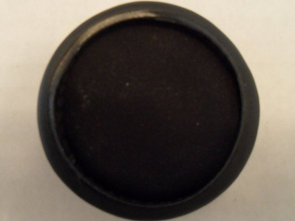 Place the cushion on the groove of the earpiece.