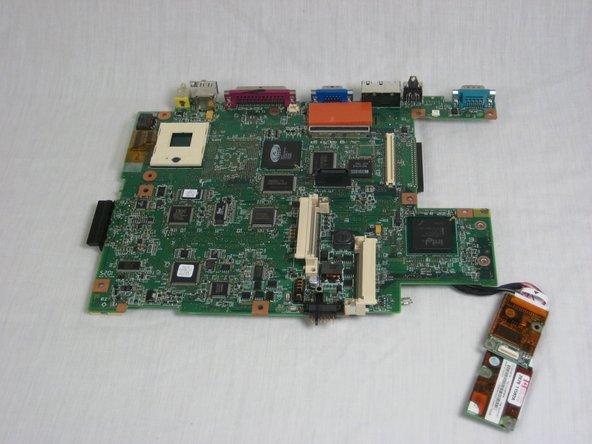 Démontage de la carte mère de l'IBM ThinkPad A30