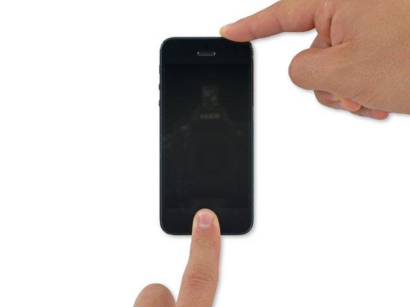 Continuez à maintenir les deux boutons enfoncés pendant environ 10 secondes, jusqu'à ce que le logo Apple apparaisse.