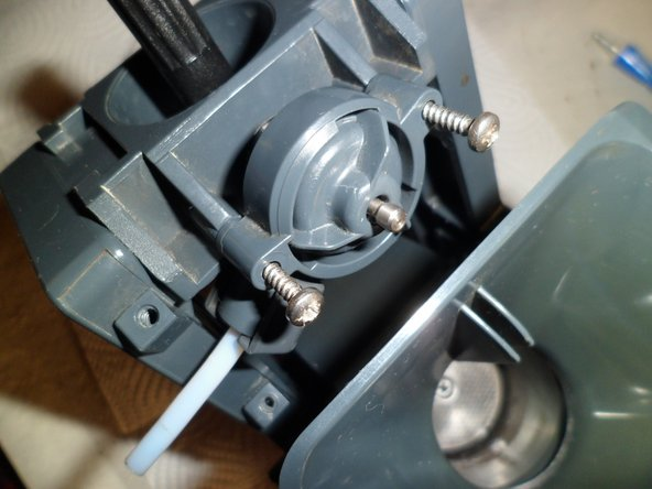 PLace the valve with the white hose towrds the front of the brewgroup and screw it tight.