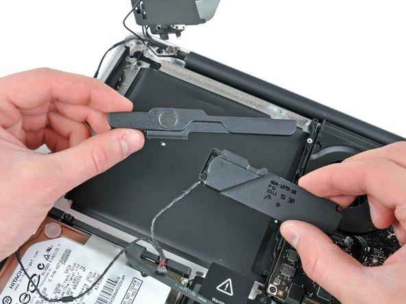 "MacBook Pro 13"" Unibody Late 2011の右側スピーカー/サブウーファーの交換"