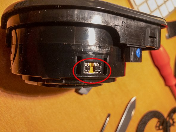 The housing contains the rotating barrel. On the barrel there are 2 (highlighted) reflective optical sensors used for identifying the position of the Colormunki's rotating part. Gently clean the sensors if you feel necessary. Use only a soft cloth, soak it in alcohol if needed.