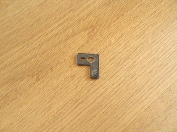 So sieht das Einstellplättchen aus. Es reguliert die Position in Nährichtung.