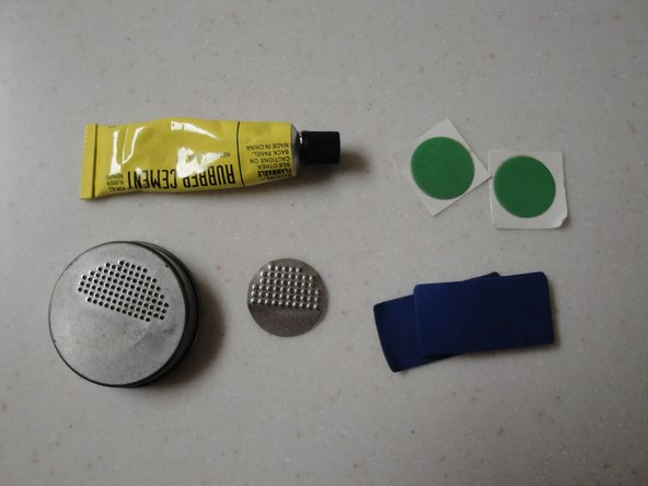 Select a patch kit that you will use to patch the hole. Try to pick a patch that is appropriate for the size of the hole.