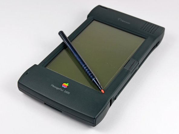 The MessagePad 2000 measures in at 1.1 x 4.7 x 8.3 inches, and weighing a measly 1.4 lbs.