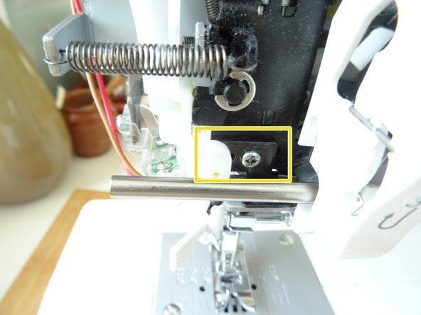 Das Einstellplättchen ist im ersten Bild gelb markiert. Es muss herausgenommen und ganz leicht nachgebogen werden.