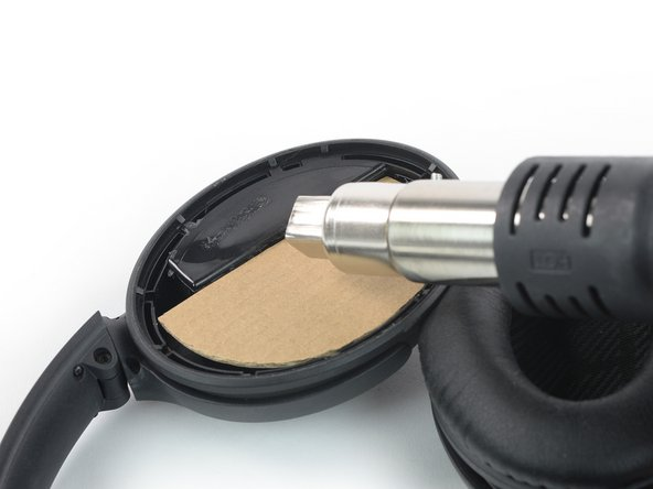 Even with a heat protector in use we highly recommend to start with low heat to loosen the adhesive of the battery cover and to raise it slowly (maximum of 100°C) if the adhesive doesn't soften.