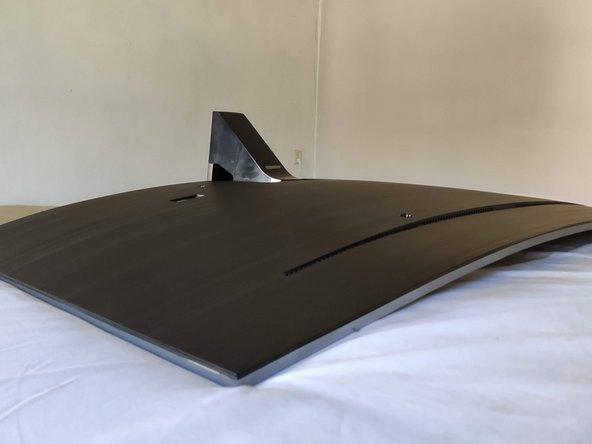 Leg de tv op een matras of ander zacht oppervlak om stress in de tv te voorkomen.