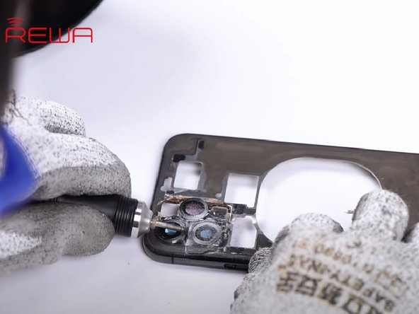 The scanned back glass can be separated easily. However, the glass around the triple-lens camera needs further operation.