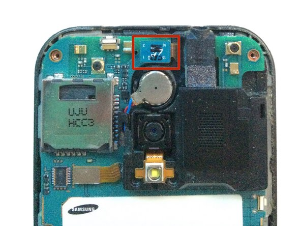 Using your spudger/plastic pry tool, disconnect the headphone jack flex cable.