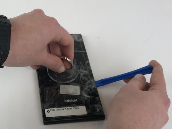 After the phone is heated, use the blue plastic opening tool on both sides of the phone.