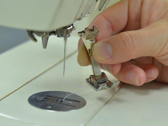 Cambiare il piedino della macchina da cucire