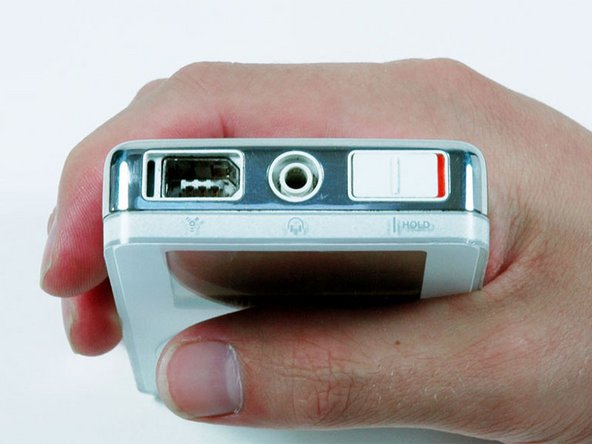 iPodを開口する前に、ホールドスイッチをロックします。