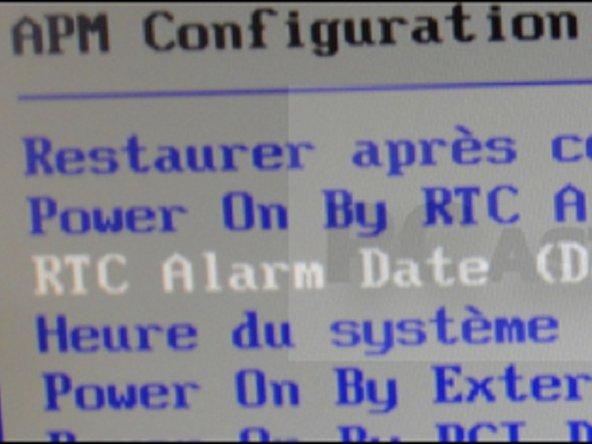 Allez sur Power On by RTC alarm et appuyez sur Entrée. Sélectionnez l'option Activer