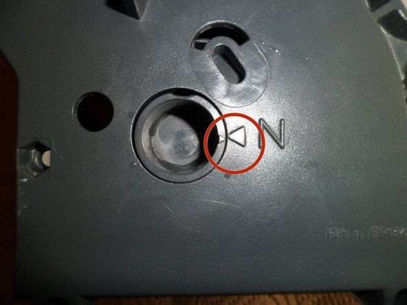 Be sure to check the correct position of the two small arrows on the turning part of the brewgroup. The arrows must exactly face to each other.