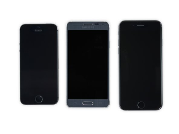 A lineup for the ages. From left to right we have the iPhone 5s, the Galaxy Alpha, and the iPhone 6.