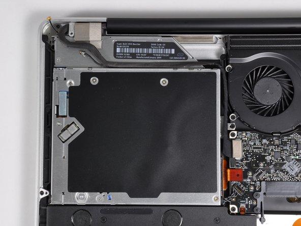 The 8x slot-loading SuperDrive (DVD±R DL/DVD±RW/CD-RW).