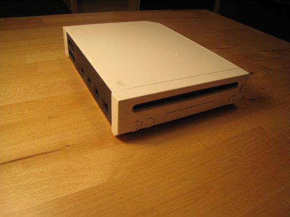 Trenne alle externen Kabel von der Wii-Konsole.