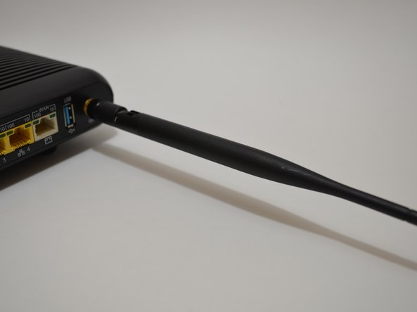 Lower the antenna so that it is parallel to the table surface.