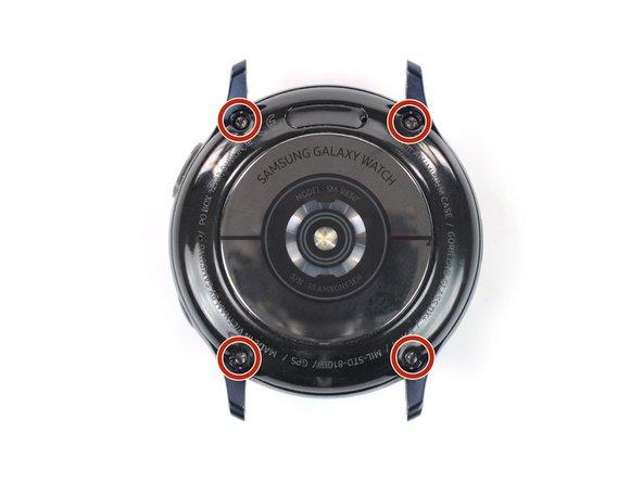 Entferne die vier 4 mm langen Tri-Point-Schrauben Y00 auf der Rückseite der Uhr.