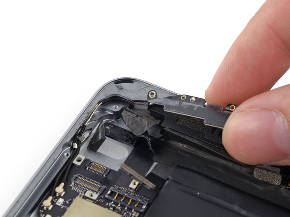 Pull the bend of the antenna cable out of the corner of the case.