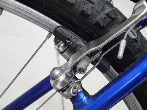 Align the brake pad so that it is flush with the rim, with no part touching the rubber of the tire.