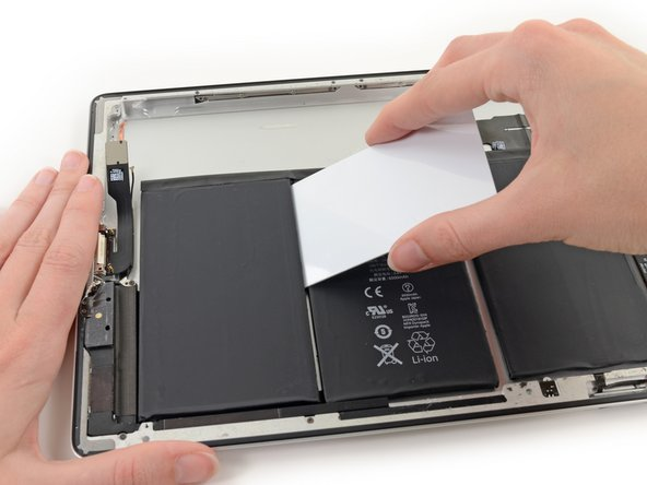 Gently pry up the remaining corner of the cell. Avoid bending the cable connecting the battery cells.