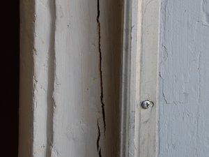 How to Fast Fix Cracked Door Jamb