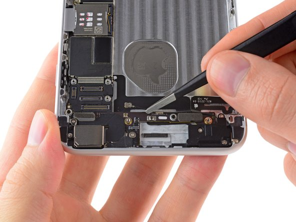 Grasp the antenna connector with a pair of tweezers and gently lift it from its retaining clip on the logic board.