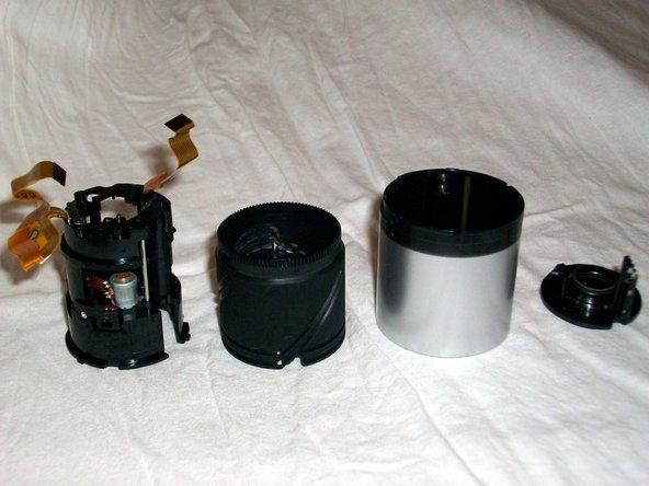 Hold inner black lens barrel and turn anti-clockwise until inner barrel lifts out.