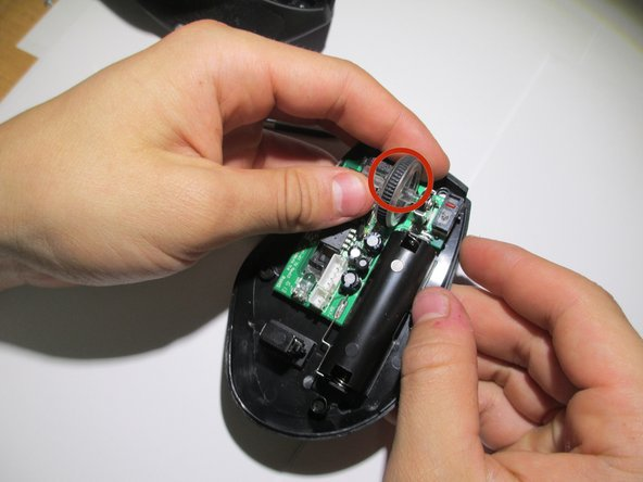 How to Clean the Anker 2.4G Wireless Mouse Scroll Wheel