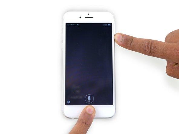 Sigue pulsando ambos botones por 10 segundos aproximadamente, hasta que aparezca el logotipo de Apple.