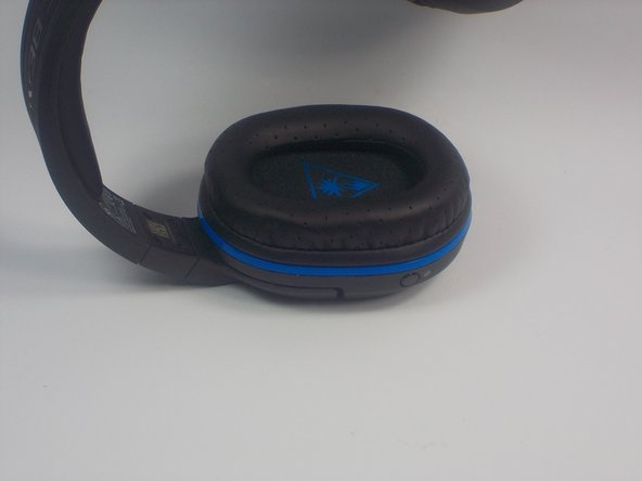Remove the ear pad from the earphone by gently pulling the cloth pad outwards from the slot holding the cloth.